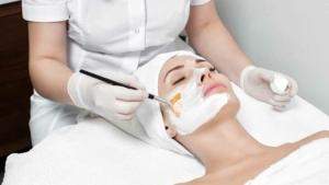 Blogbeitrag der Hautarztpraxis in Berlin-Mitte - Peeling in Berlin